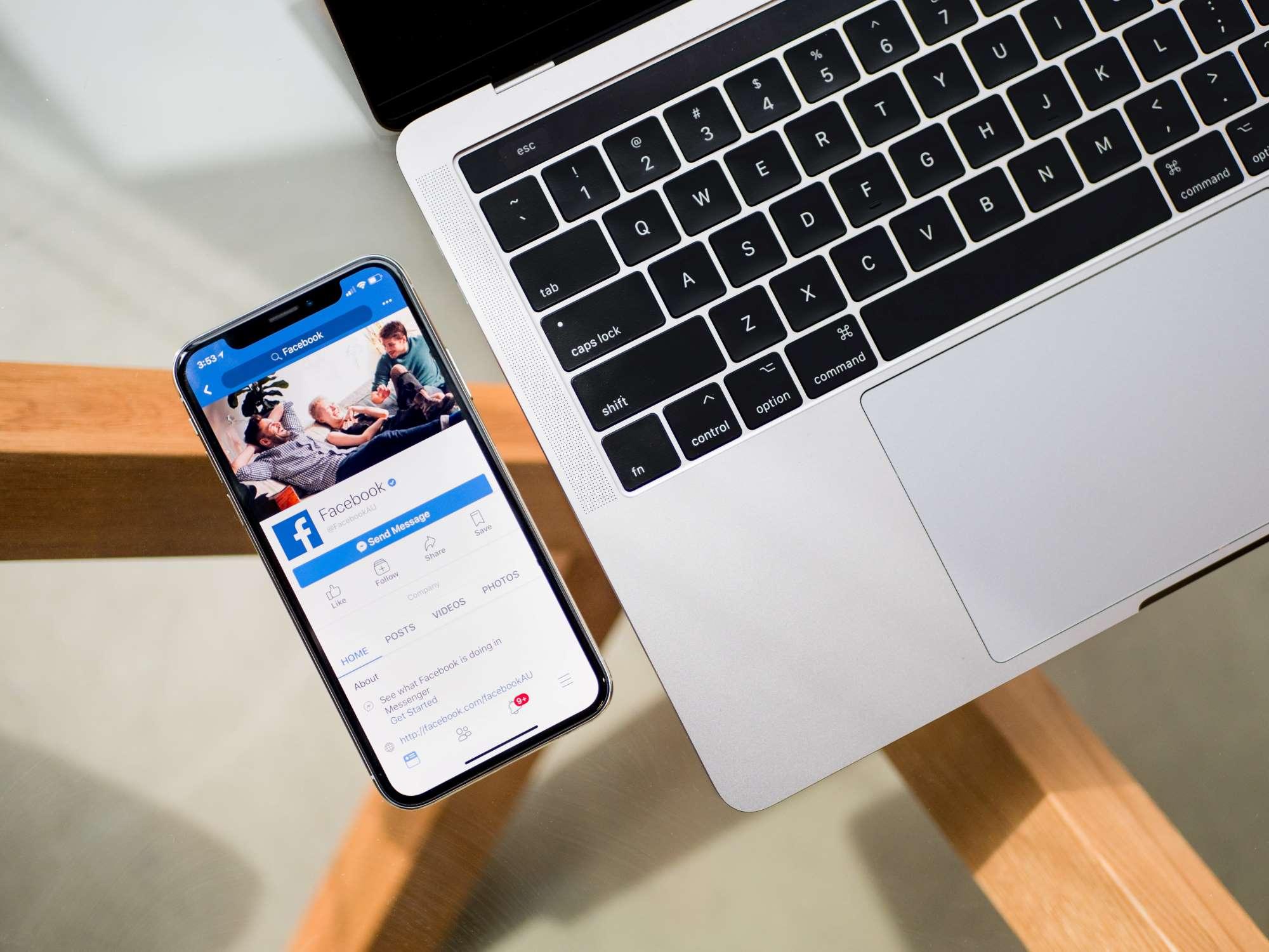 Make a Facebook cover in Canva