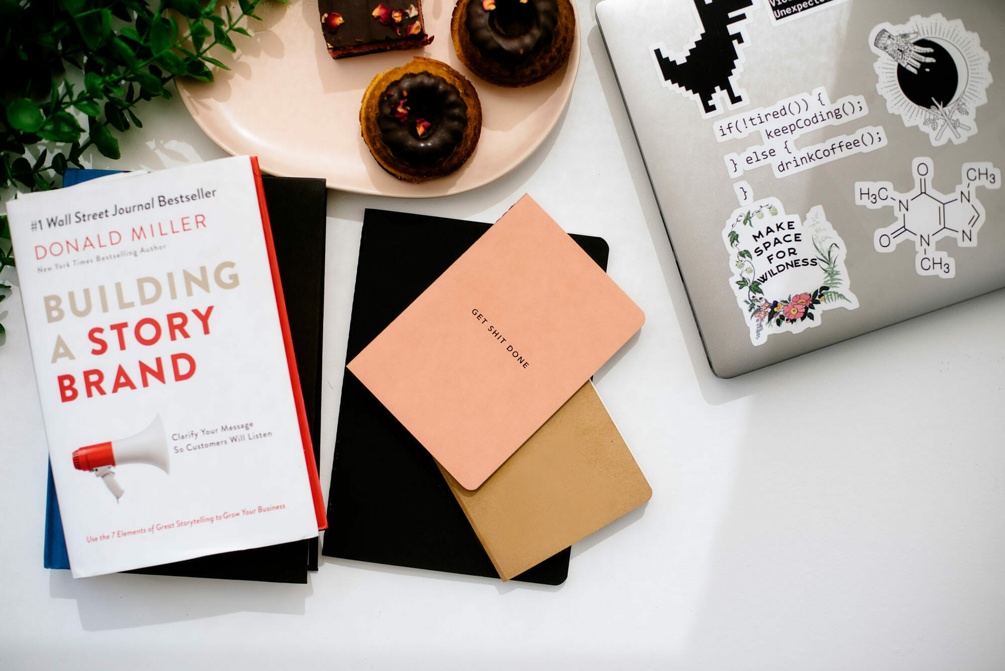 5 of the Best Business Books Entrepreneurs Need to Read - Dawn and Sarah of A Lined Design website consultants review their favourite business books
